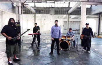 Deftones (кадр из клипа «Rocket Skates»)
