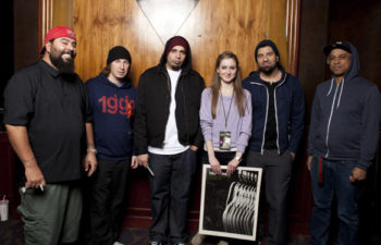 Фото группы Deftones с фанатами. Ванкувер, Канада, 19 апреля 2011 г.