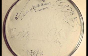Drumhead с автографами участников Deftones
