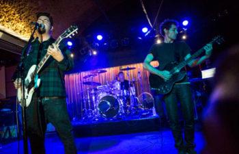 Выступление группы Palms в Belly Up Taverna (Солана Бич, Калифорния, 10 июля 2013 г.). Чино Морено и Клиффорд Мейер.