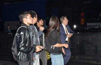 Студенты из молодежного оркестра города Мехико и посол США в Мексике присутствуют на саундчеке группы Deftobes