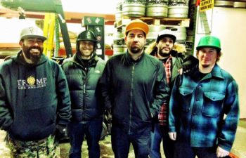 Счастливые парни из Deftones в пивоварне Boneyard Beer