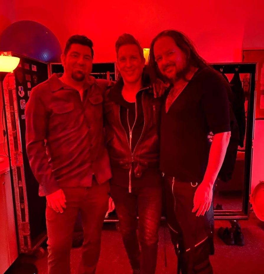 Чино Морено побывал на недавнем концерте Korn в Портленде и сфотографировался с Джонатаном Дейвисом