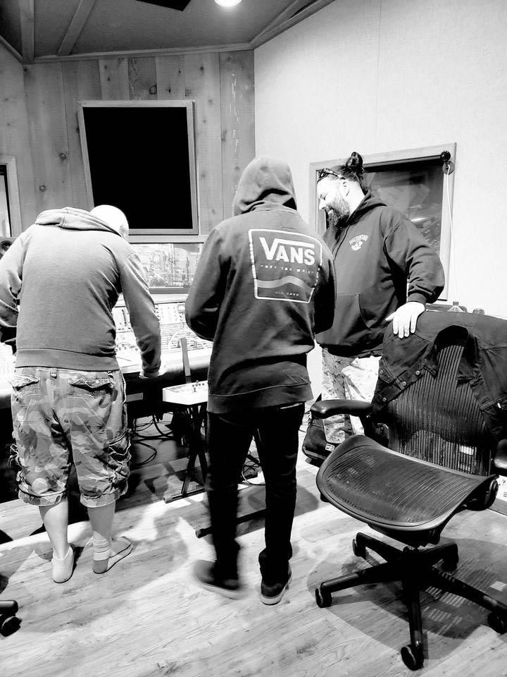 Стивен Карпентер во время работы над проектом Sol Invicto. Сентябрь 2020 года.